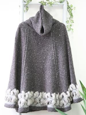 裾にはチンチララビットのリアルファーを編み込んでリッチ感を演出します